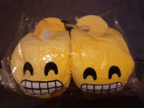 Adult Emoji Slippers (Grin) (Adult Size 8-9 )
